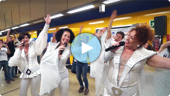 The Cast Of MAMMA MIA! Spain Give A Surprise Performance On The Madrid Metro